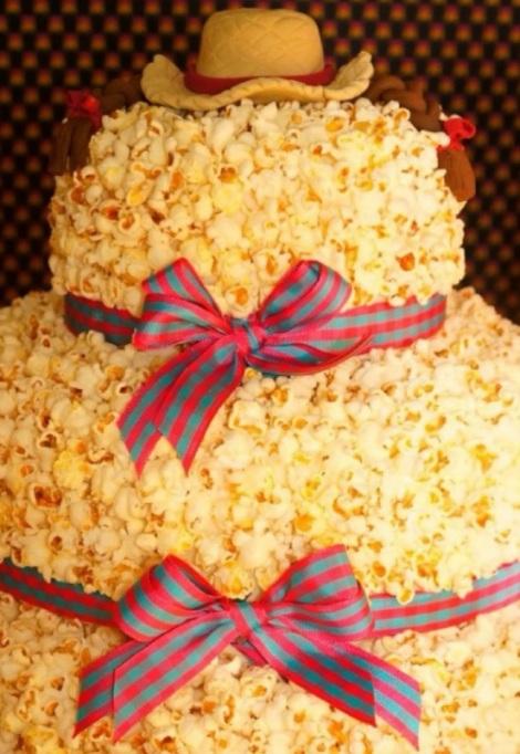 Bolo-de-pipoca-e-doces-para-festa-junina